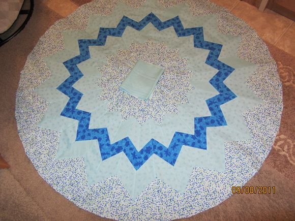 image from http://sunroomquilts.typepad.com/.a/6a0148c837b3a6970c01543548f406970c-pi